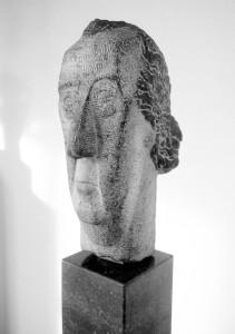 Edgard Tijtgat 1933, hardsteen, 49 x 21 x 25 cm coll. Ministerie van de Vlaamse Gemeenschap, Antwerpen, Politierechtbank.