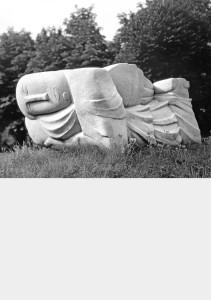 Engel, grafmonument voor de dichter Paul van Ostaijen 1932, hardsteen,  63 x 60 x 165 cm Antwerpen, Stadsbegraafplaats Schoonselhof
