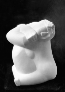 Kleine Leda met de zwaan 1963-'65, wit marmer, 34 x 24 x 23 cm Nederland, part. coll.