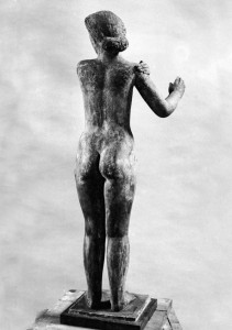 Opschrik 1939, terracotta/brons, 81 x 26,7 x 26,5 cm