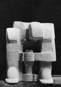 De pottendraaier 1921, euvillesteen,  41 x 33 x 25 cm Maastricht, Bonnefantenmuseum.