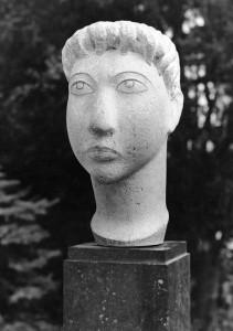 Vrouwenkop 1953, witte kalksteen 36 x 16,5 x 24,5 cm Belgë, part. coll.